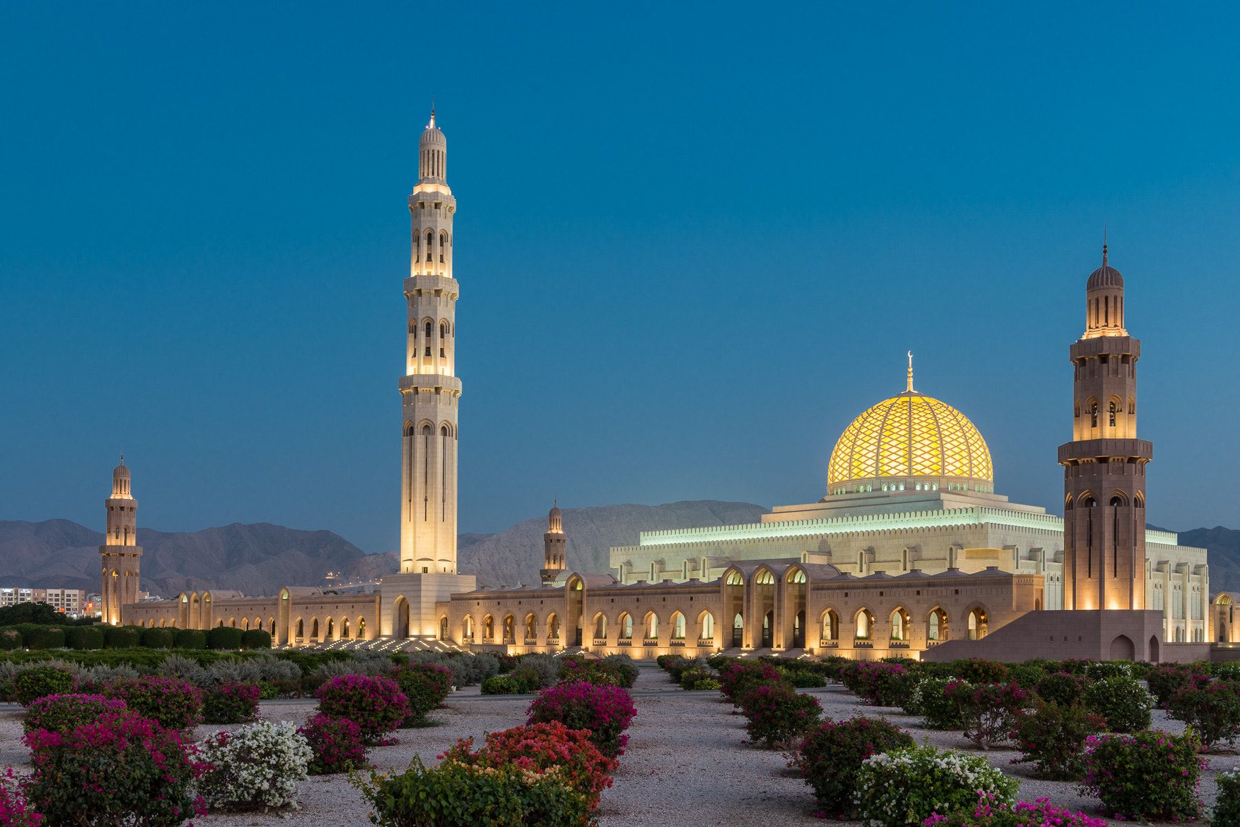 Sultan Qaboos Mosque in Muscat - The Sultan Qaboos Grand Mosque in ...