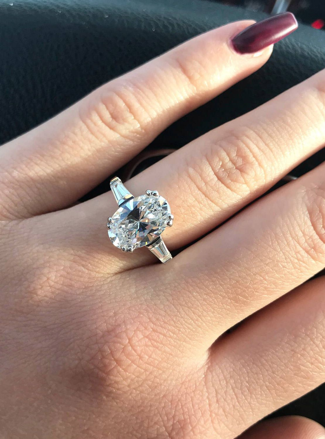 How much do you love this glamorous 3stone oval
