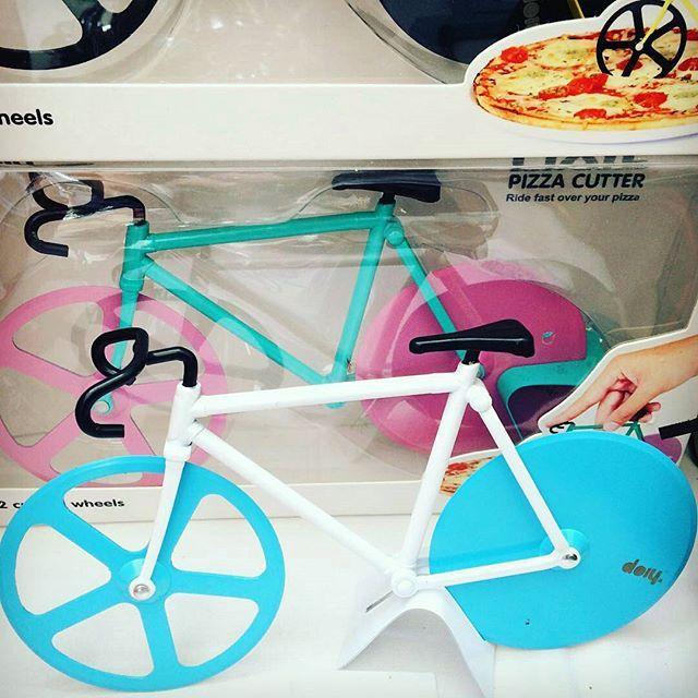 Came on... I really need this! pleeeeeeeease Santa :)    Bicycle Pizza Cutter