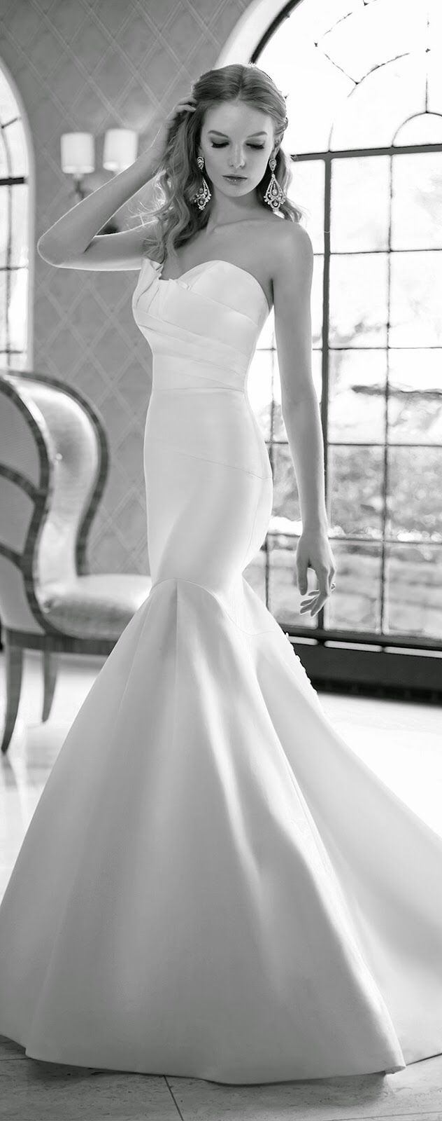 Image from http://4.bp.blogspot.com/-fqlBs83fHT0/VBHgWSYCCkI/AAAAAAAAxSY/dwnYGhnutTw/s1600/wedding-dresses-martina-liana-spring-2015-bridal-collection-582_alt3_zoom.jpg.