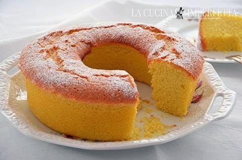 La ciambella all'acqua è una torta senza burro e senza latte soffice, buona e delicata. Preparate questa ciambella per una colazione light ma con gusto.