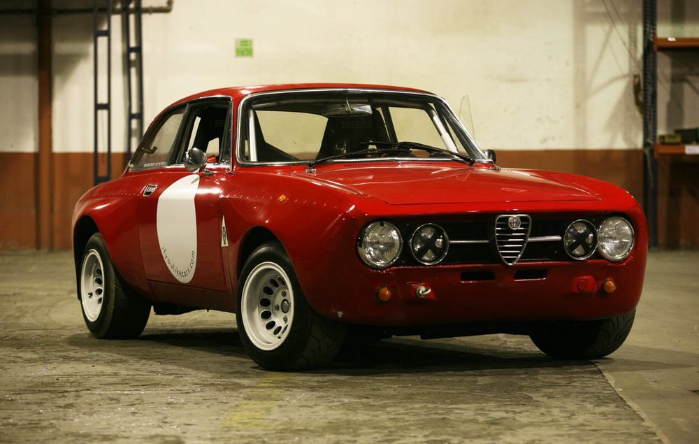 This Reborn Alfa Romeo Lives To Sing In Tunnels - Petrolicious