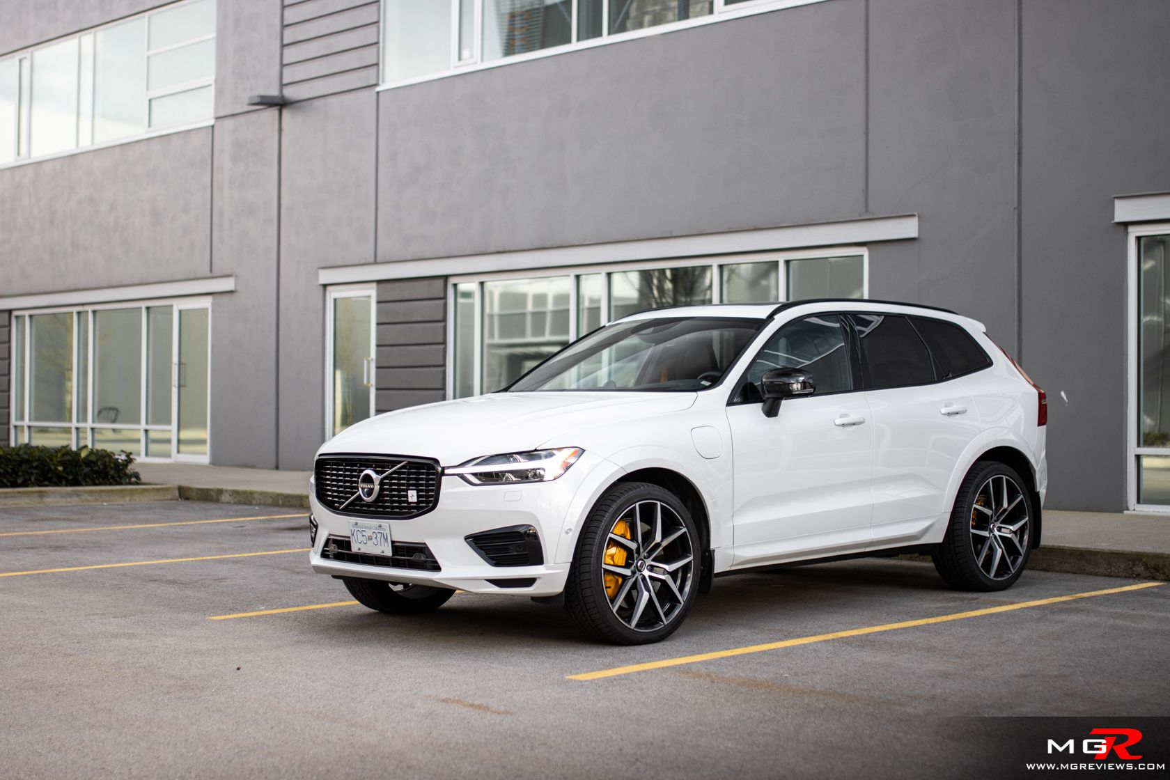 Review 2020 Volvo Xc60 T8 Polestar Engineered Mgreviews Com In 2020 Volvo Xc60 Volvo Automotive Photography