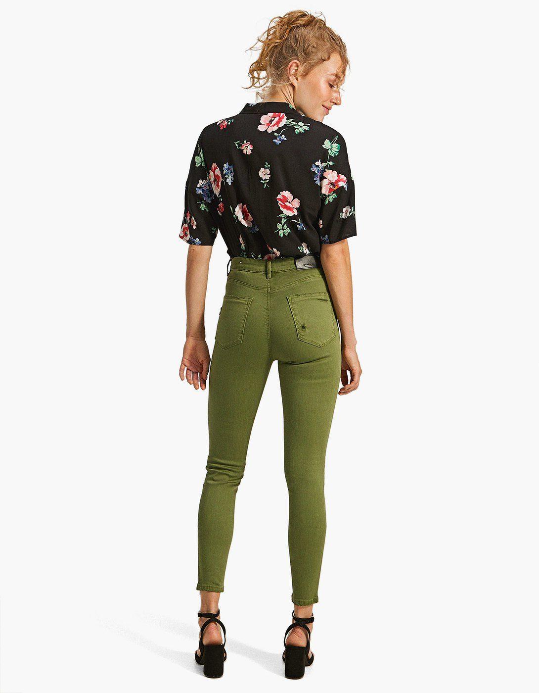 ec0a6cdd00c86 Kolorowe jeansy z bardzo wysokim stanem - Spodnie | Stradivarius Polska -  Wyprzedaż kolekcji wiosna-