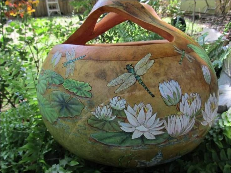 BV Gourd Basket via Gourd Art Enthusiasts....Is it spring yet so I can start planting and planning???