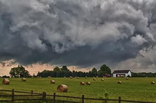 Photo courtesy of Jeremy Vohwinkle ( June 25, 2013 ) The nasty storm as it was building over Edwardsburg, Mich.