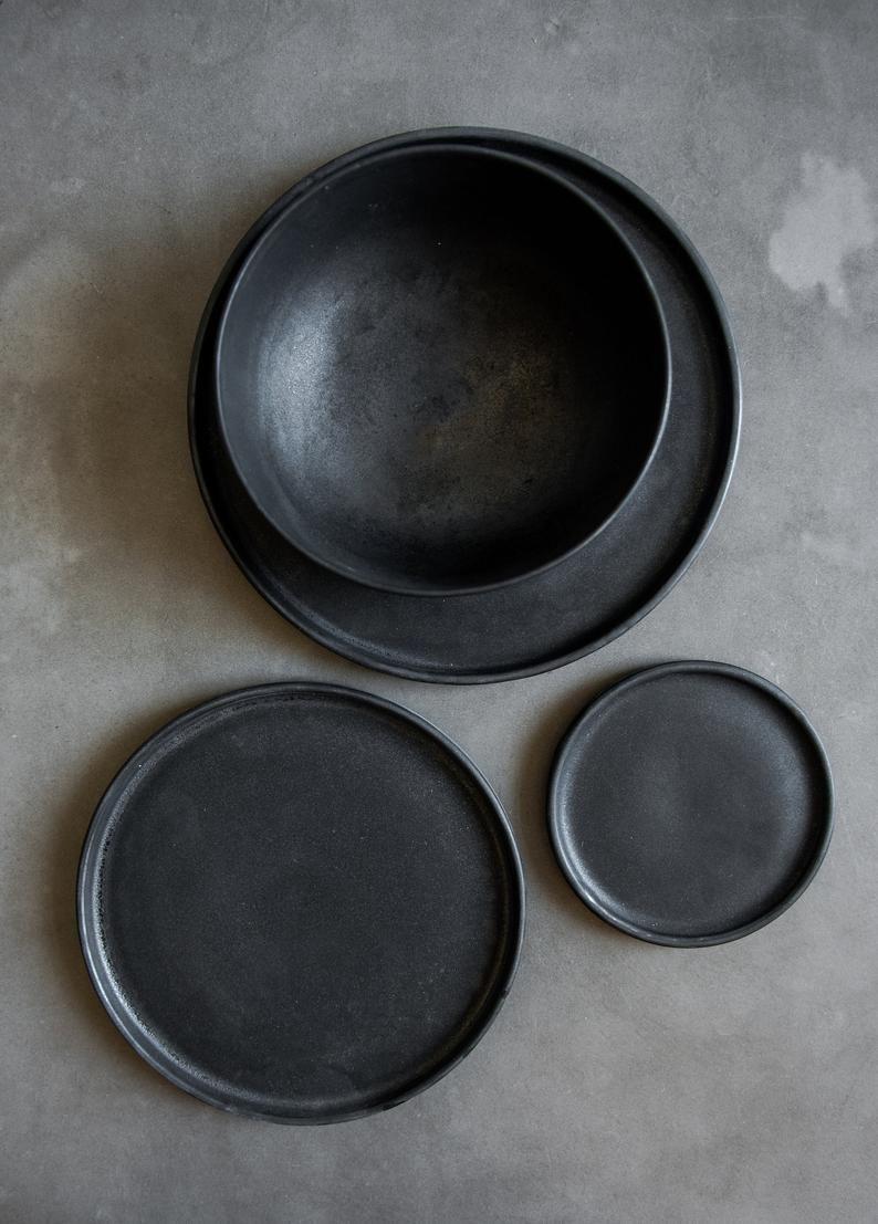 Black Stoneware Dinner Plates Black Dinnerware Dinnerware Set Etsy In 2020 Matte Dinnerware Black Dinnerware Ceramic Dinnerware Set