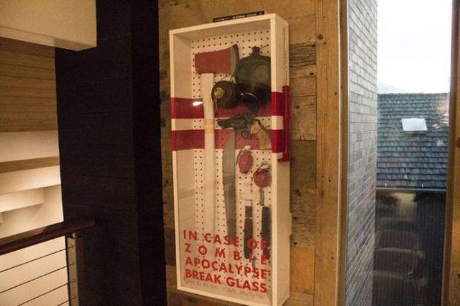 En cas d'attaques de zombies, servez-vous ! http://www.15heures.com/photos/Ar9g #LOL