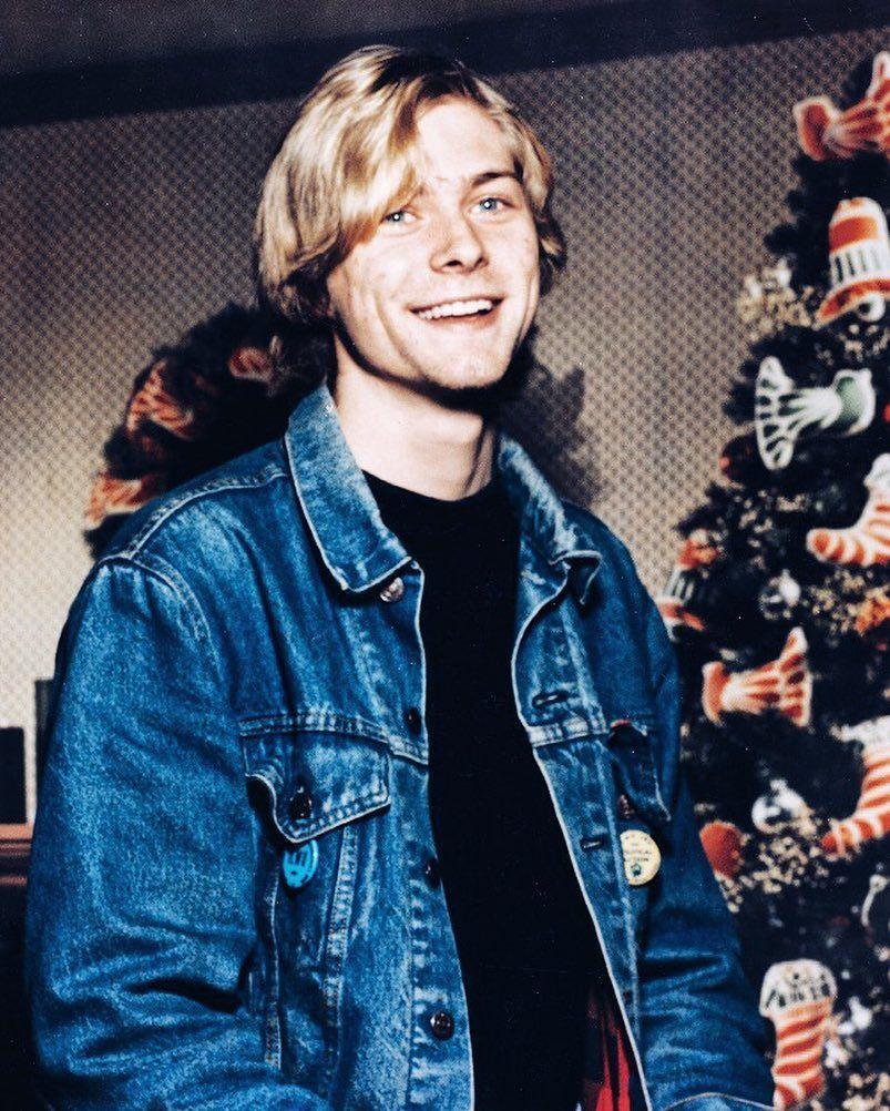 That Time Of Year I Post 19 Year Old Kurdt During Xmas Season Kurt Cobain Photos Nirvana Kurt Donald Cobain [ 1002 x 803 Pixel ]