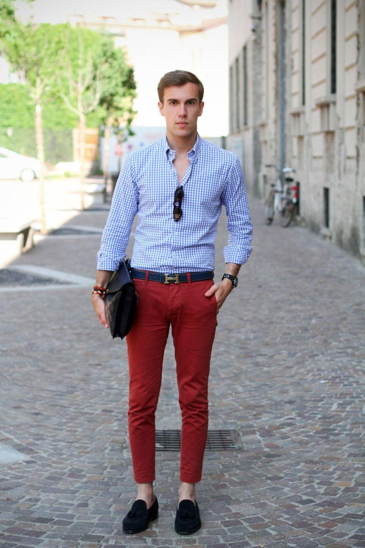 rote chino hose kombinieren herren mit karohemd   Herrenmode blazer,  Herrenmode anzüge, Rote hosen