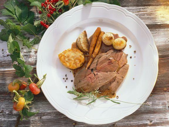 Hirschbraten mit Gemüse ist ein Rezept mit frischen Zutaten aus der Kategorie Hirsch. Probieren Sie dieses und weitere Rezepte von EAT SMARTER!