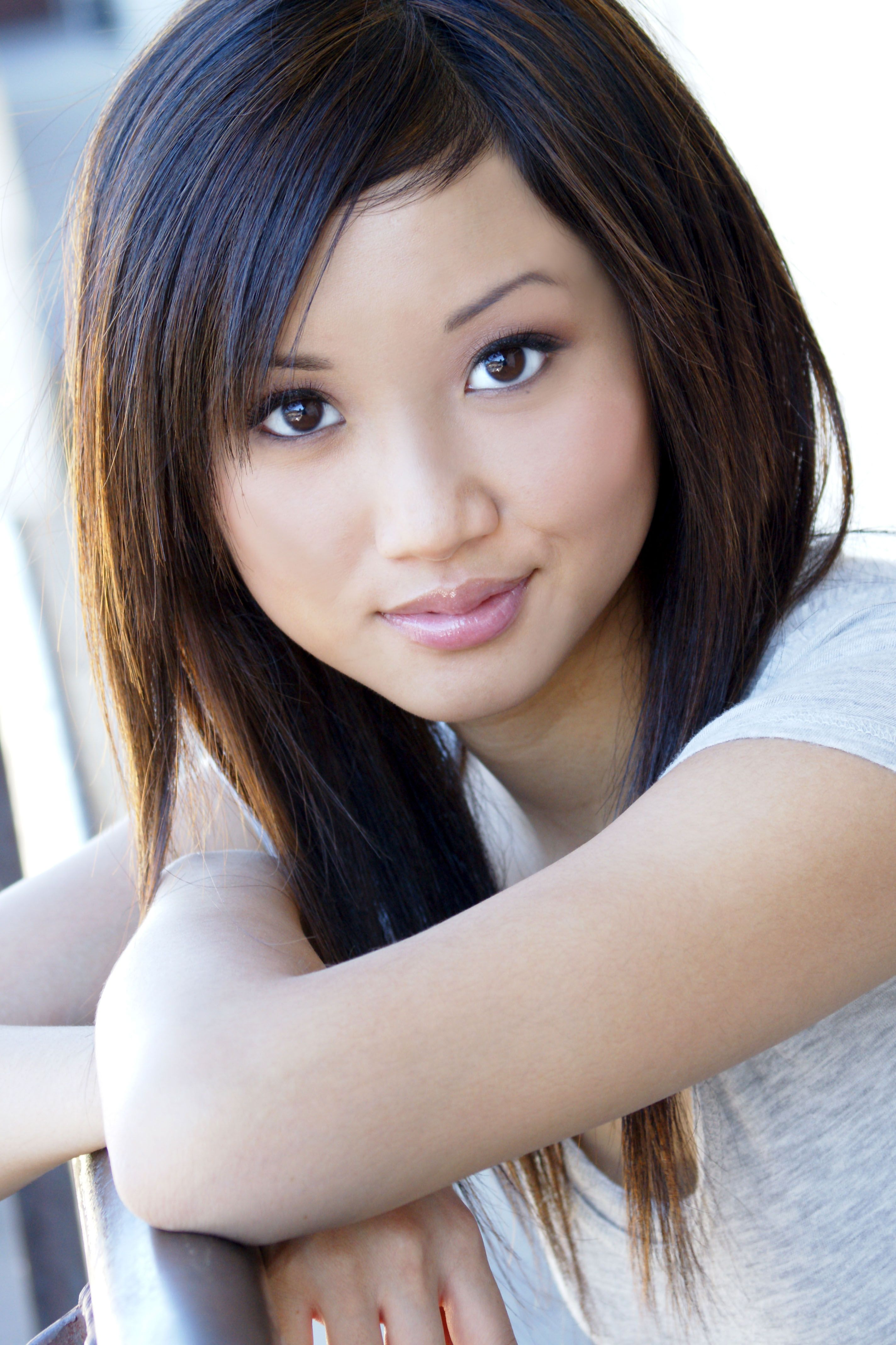 Brenda song actress always love her hairstyles my favourite