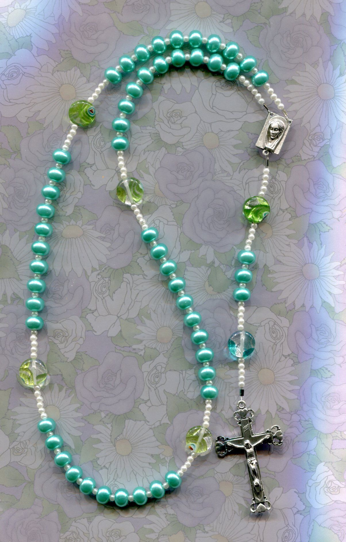 Necklace in dark greenlight green buttons and pearls jewelry wire