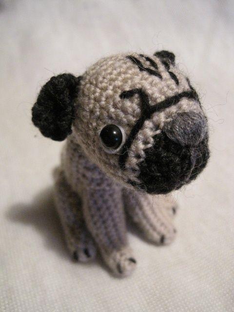 'amigurumi' pug