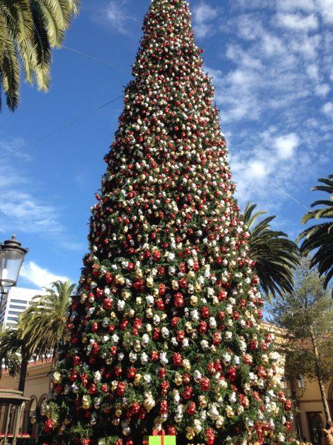 Christmas tree at fashion island 99