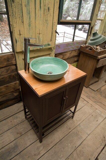 Vanitory de hierro, madera y cerámica | Taller El Guatan | Bathroom ...