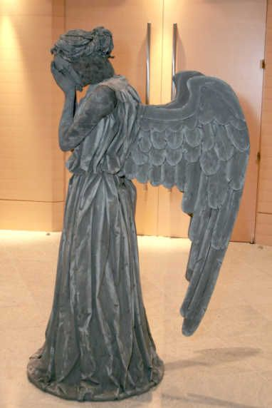 How to make a weeping angel costume from Doctor Who!!!! OMG. <- I'm really impressed! You have to click and watch how she did this beautiful weeping angel costume... But don't blink!!!! ;)