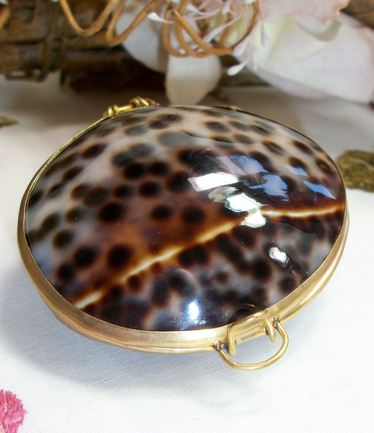 I have one of these Pillboxes and it's on my short list of fave trinkets.