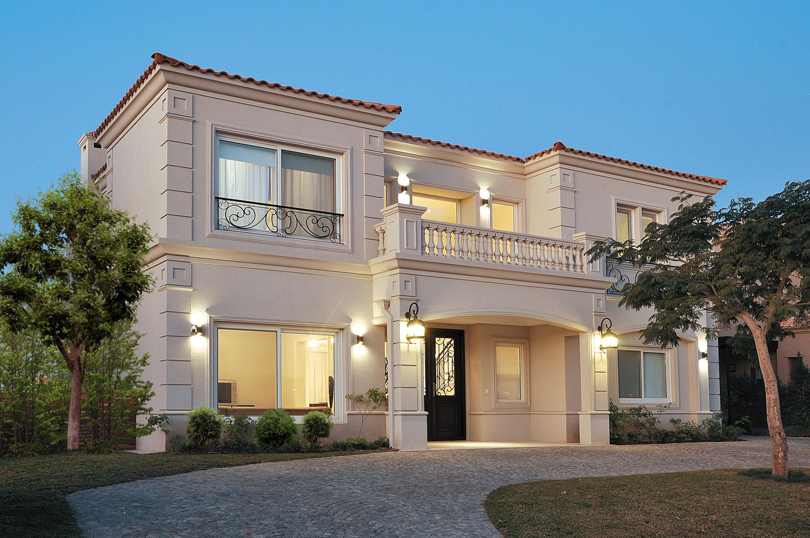 Housing construcciones arq casa estilo arquitectos y for Casas clasicas fotos