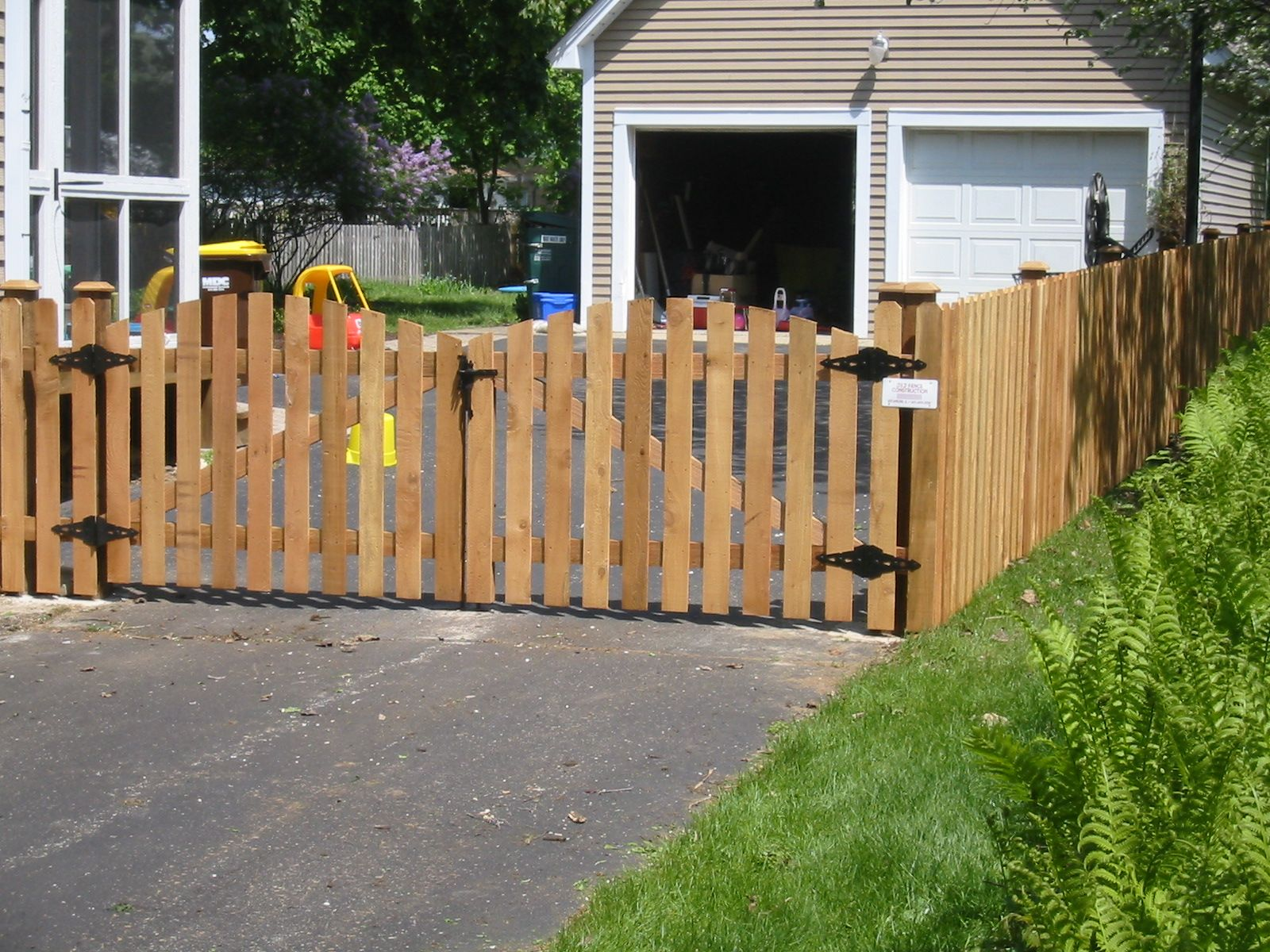 White picket fence landscaping ideas with driveway gate for Wooden driveway gates designs