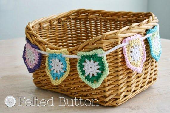 http://www.feltedbutton.com/2014/03/a-little-flag-bunting-free-crochet.html
