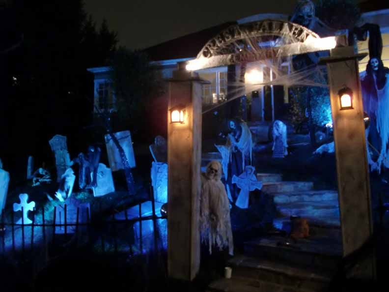halloween lighting yardhaunt entrance see more about halloween lighting halloween and lighting - Halloween Light Ideas