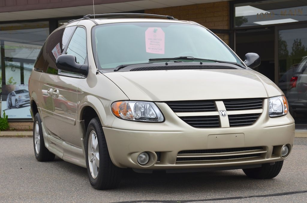 Front Right Side View Of The 2007 Dodge Grand Caravan Wi Grand