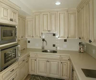 Need examples of black or chocolate glaze over white for White kitchen cabinets with chocolate glaze