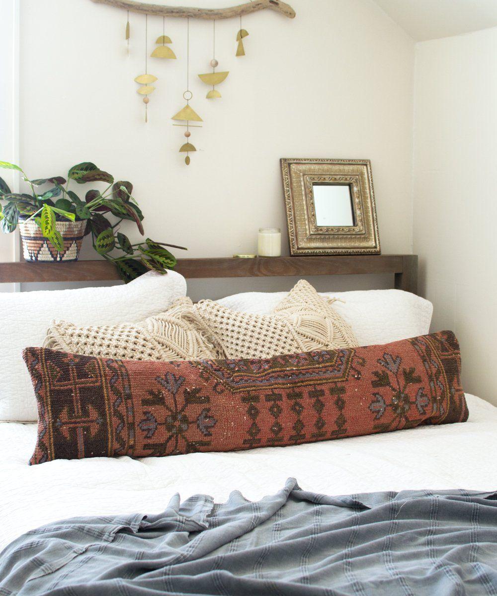 t te de lit meuble avec au dessus deux gros cadres transfo de mobilier pinterest pillows. Black Bedroom Furniture Sets. Home Design Ideas