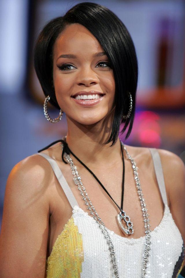 Rihanna's 50 Best Beauty Looks | Rihanna hairstyles, Rihanna short hair,  Short hair styles