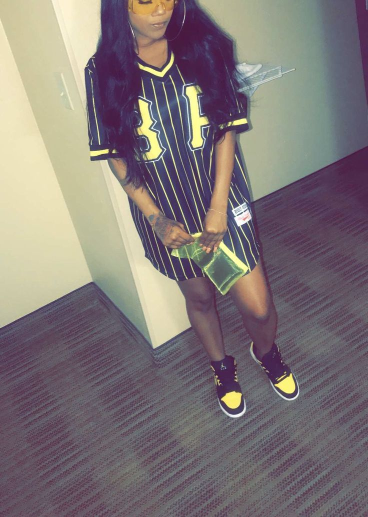 Follow dejour for more yellow fit black pyramid