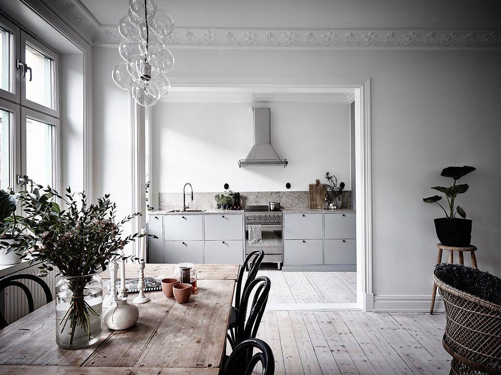 Scandinavisch Appartement Inspiratie : Half open keuken in een klein scandinavisch appartement keuken