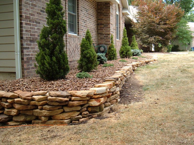 Sandstone rock wall columbia missouri premier lawncare for Stone retaining wall ideas