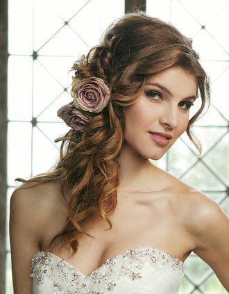 Halb offene Frisur mit Blume  Beauty  Co