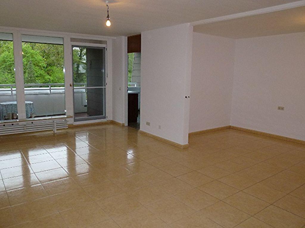 Mombertplatz Sehr Gepflegte 1 5 Zimmer Wohnung Mit Grossem Sudbalkon Im Suden Von Heidelberg Room Home Room Divider