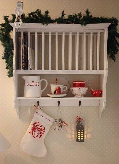 Julpyntat på hyllan