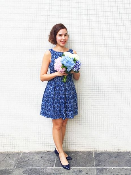 Lady in blue. #bluedress #print #summer