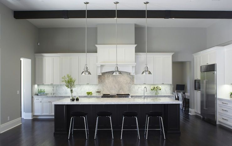 black \ white kitchen + gray paint + black beams cocina salon