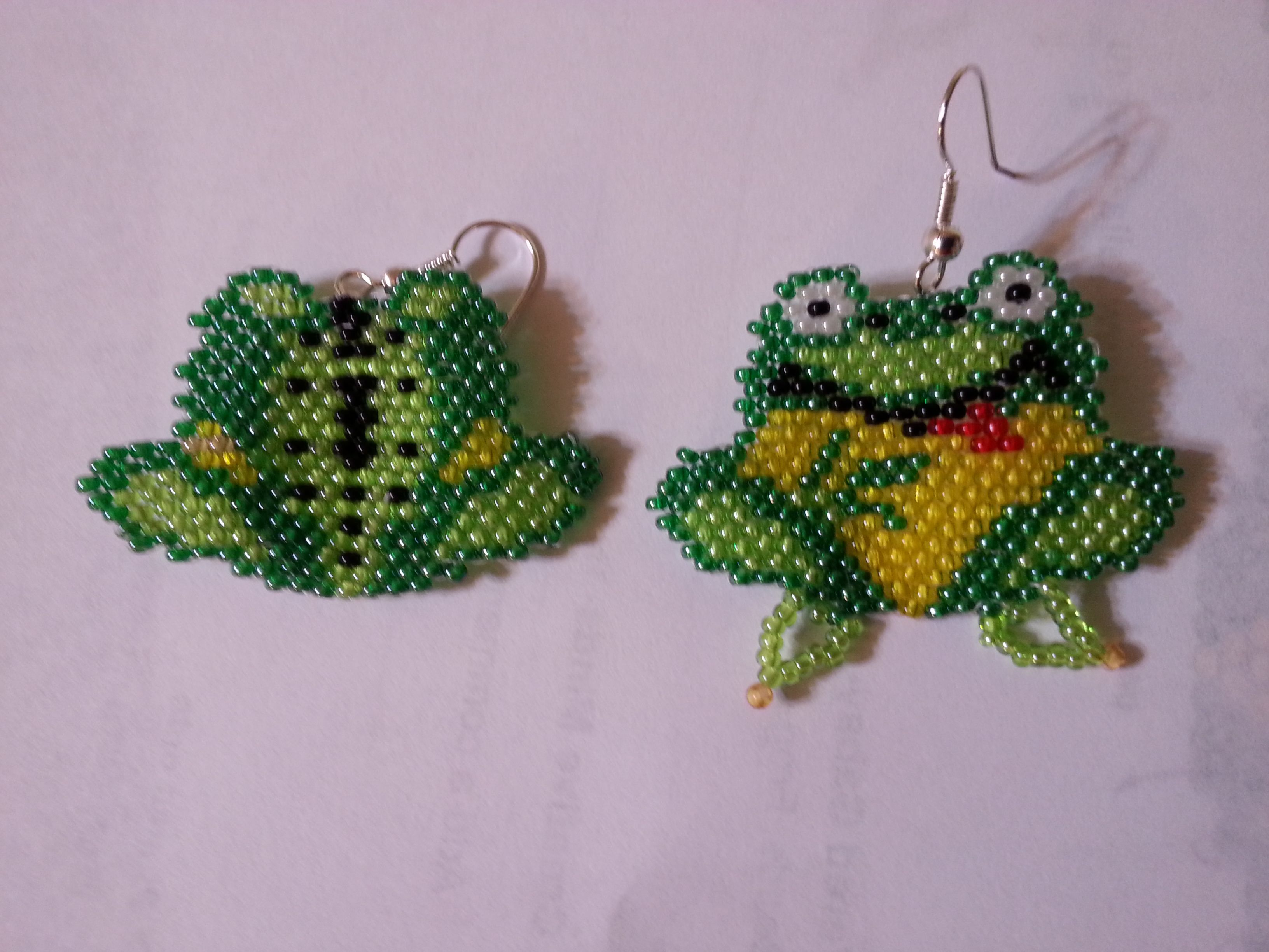 Hand beaded Frog earrings, front and back, find him on www.etsy.com/shop/letrishacreations