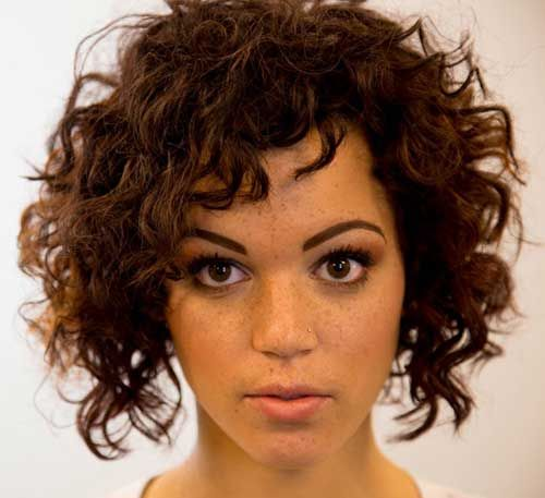 Asymmetrical Curly Bob Is The Next Best Thing When It Comes To Bob Hairstyles Descriptio Curly Hair Styles Haircuts For Curly Hair Curly Hair Styles Naturally
