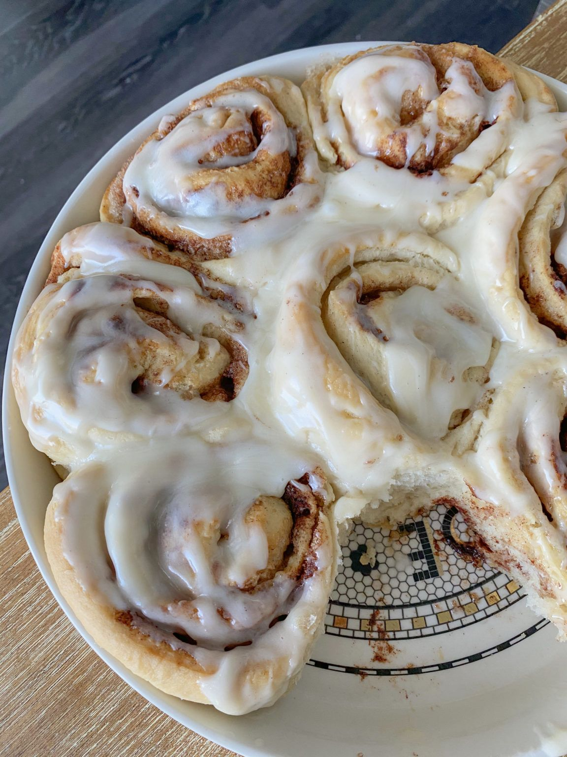 Easy Vegan Cinnamon Rolls With Cream Cheese Icing Peanut Butter And Jilly Recipe In 2020 Vegan Cinnamon Rolls Cinnamon Rolls Vegan Banana Bread Easy