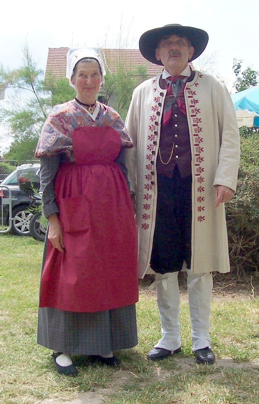 Costume Folklorique costume traditionnel berrichon , centre de la france.   france