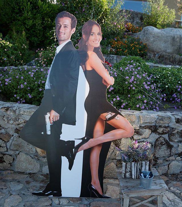 Mr. and Mrs. Cardoso Pinto! 😏 🔫 Pormenor engraçado na recepção aos convidados! Vejam mais no site. #casamentos2016 #weddingplanner #mimoswedding #mrandmrs #mrandmrssmith