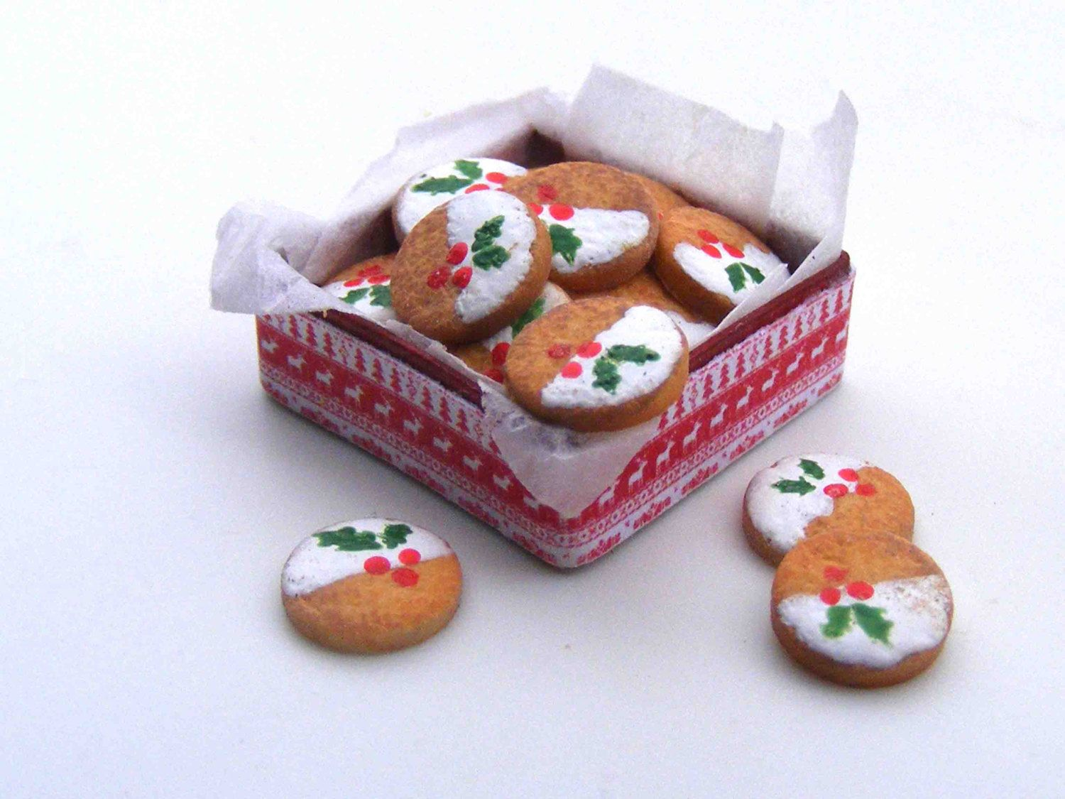 Christmas cookies in a tin box. The cookies are fixed except three pieces. Size of the box is 15x15 mm.  This miniature is in one inch scale.