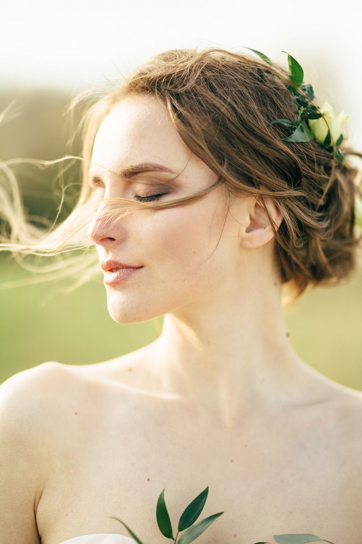 simple wedding hair do | fabmood.com #weddinghair #hairdo #updo #bridalhair