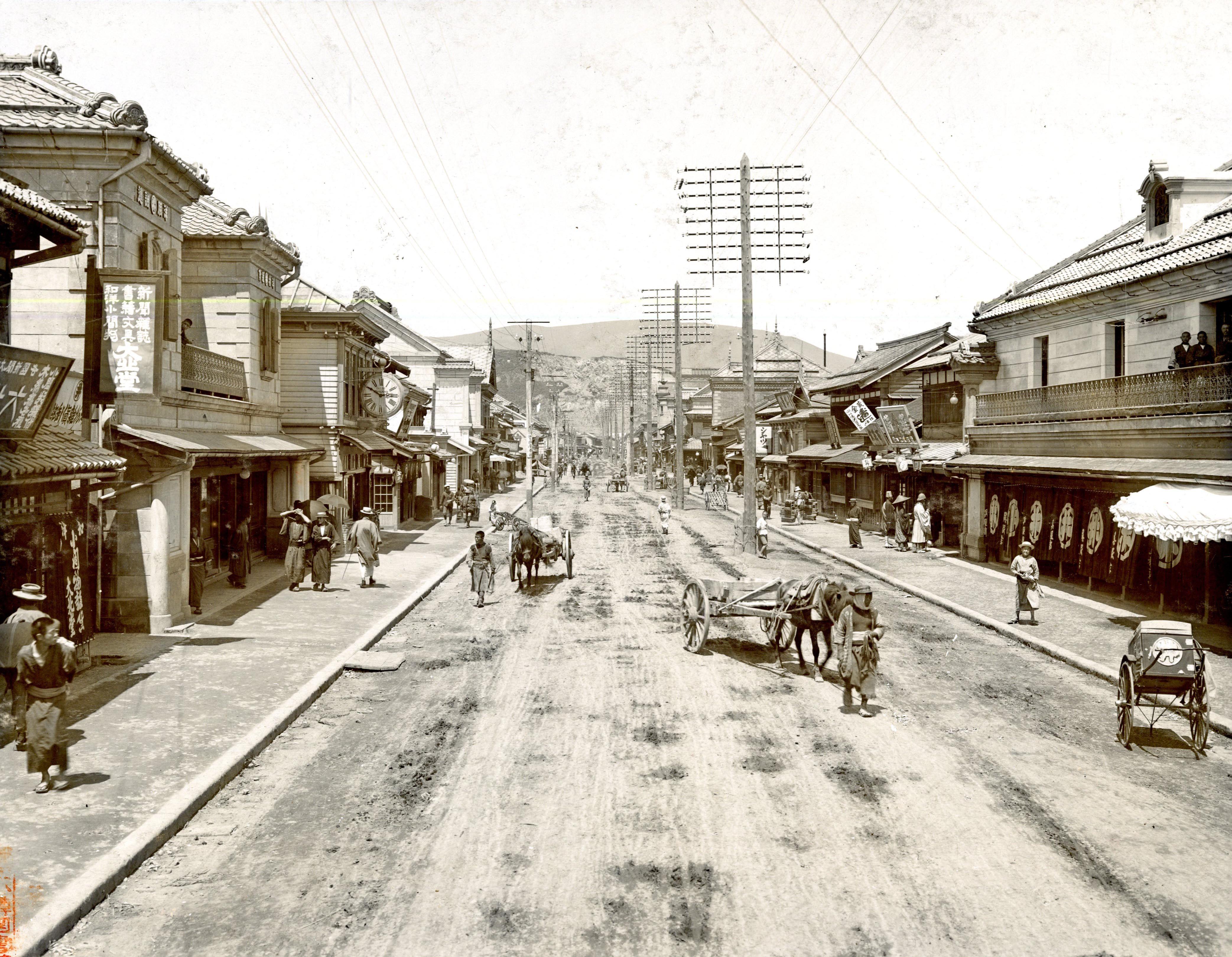 1909年(明治42年)小樽色内通り...