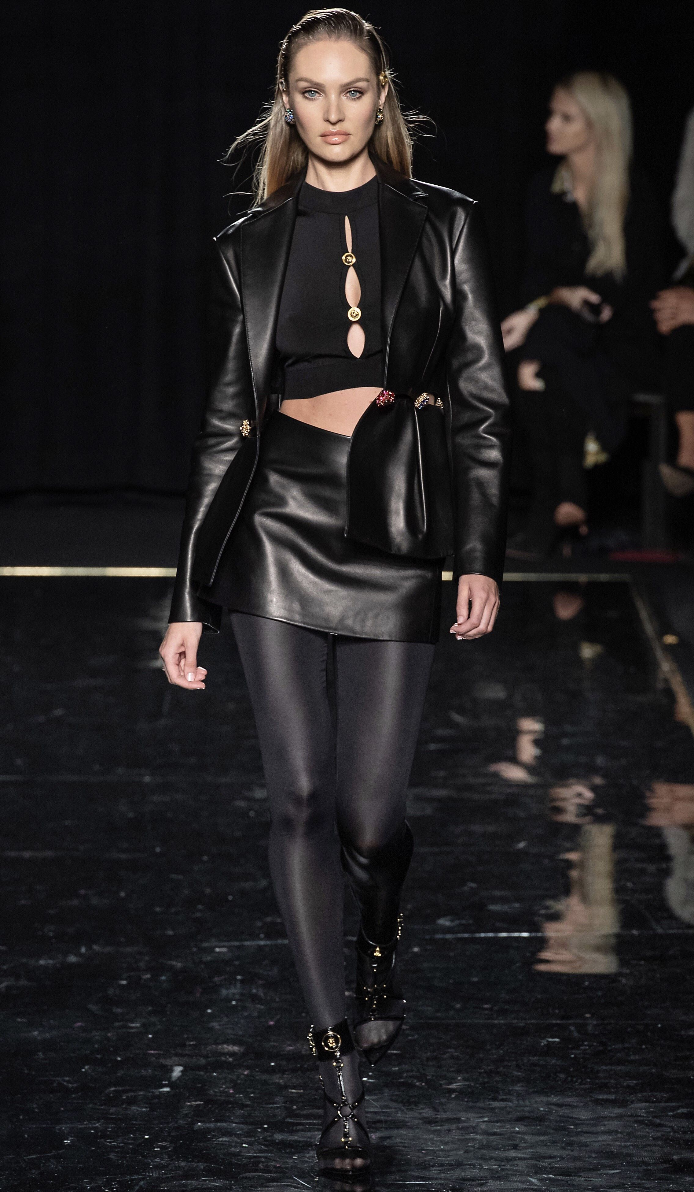 1c627987ccf0 VERSACE Pre-Fall 2019 Ready-To-Wear Look  56 featuring CANDICE SWANEPOEL    NEW YORK FASHION WEEK