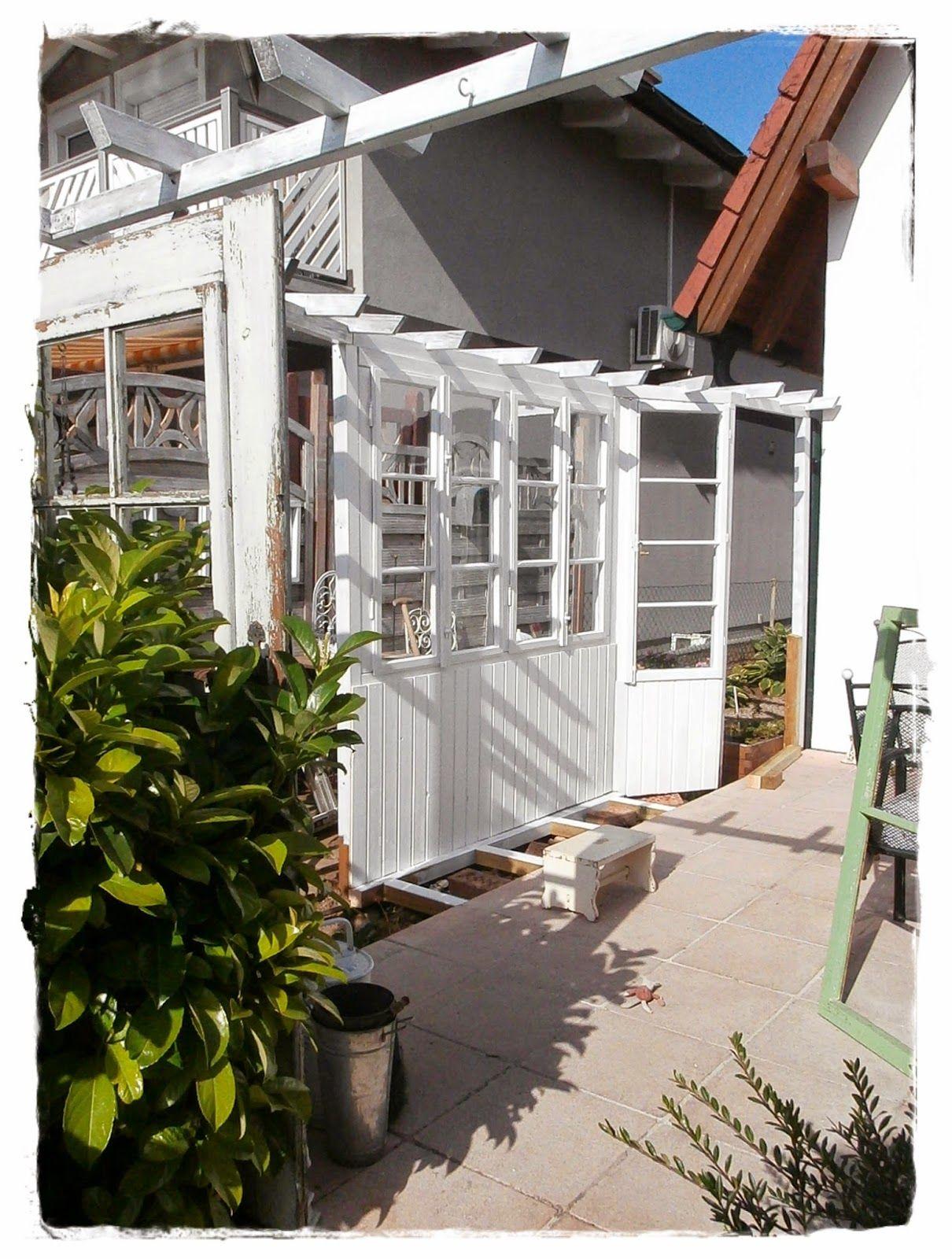 Shabby Landhaus: alte Fenster Sichtschutz Windschutz