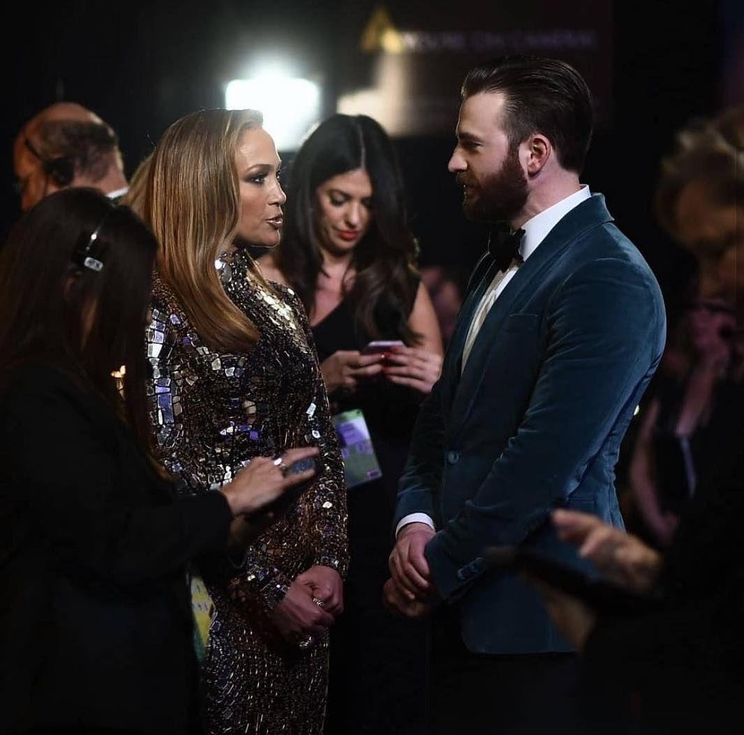 La Imagen Puede Contener 3 Personas Personas De Pie Y Traje Chris Evans Jennifer Lopez Chris