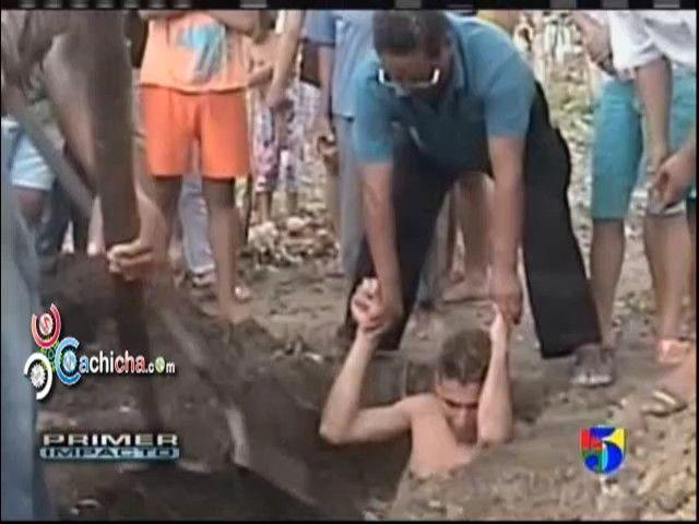 A un hombre le han caido cuatro rayos y a sobrevivido #Video - Cachicha.com